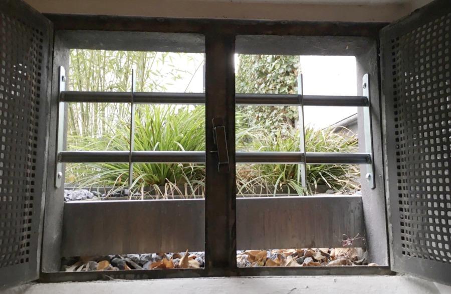 mb sicherheitsfenster und haust ren abus gitterrostsicherung. Black Bedroom Furniture Sets. Home Design Ideas